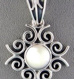 Pendant, SS Round Mother of Pearl Surrounded by Scrollwork